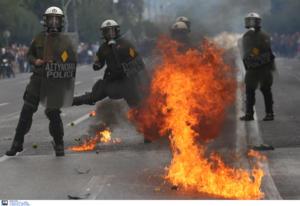 ΑΣΟΕΕ: Καταδρομική επίθεση νεαρών εναντίον διμοιρίας των ΜΑΤ