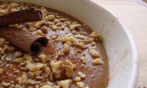Η καλύτερη συνταγή για μουσταλευριά με βελούδινη υφή, είναι αγιορείτικη!