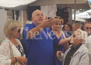 """Βόλος: Η στιγμή που ο Αχιλλέας Μπέος διώχνει μικροπωλητές από λαϊκή αγορά – """"Οι άλλοι δεν είναι μ@λ@κες"""" – video"""