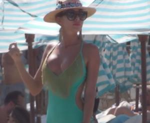 Μύκονος: Η Ρωσίδα που θάμπωσε την Ψαρρού – Έκανε… κρόσια τα νεύρα των γυναικών – video