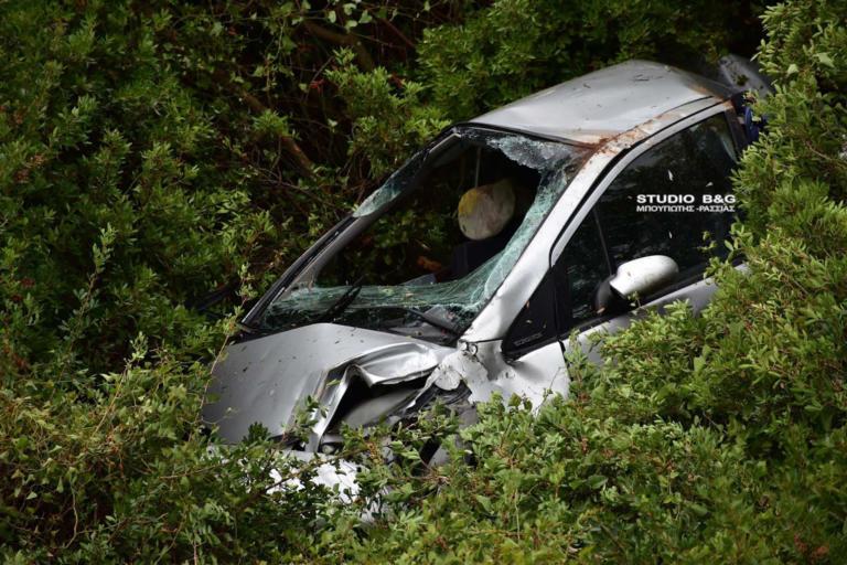 """Ναύπλιο: """"Βούτηξε"""" με το αυτοκίνητο στον θάνατο – Σκληρές εικόνες από το τροχαίο στο Κονδύλι"""
