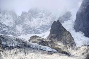 Συναγερμός στις Άλπεις! Καταρρέει παγετώνας στο Mont Blanc
