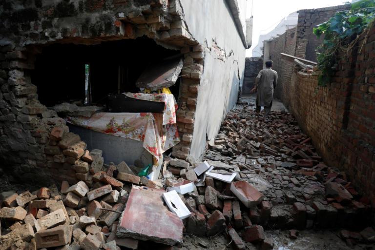 Πακιστάν: Συγκλονίζουν οι μαρτυρίες για τη στιγμή του ισχυρού σεισμού