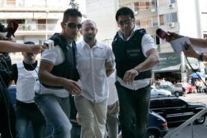 Χρυσοχοΐδης: «Συλλάβετε τον Παλαιοκώστα, είναι θέμα τιμής»