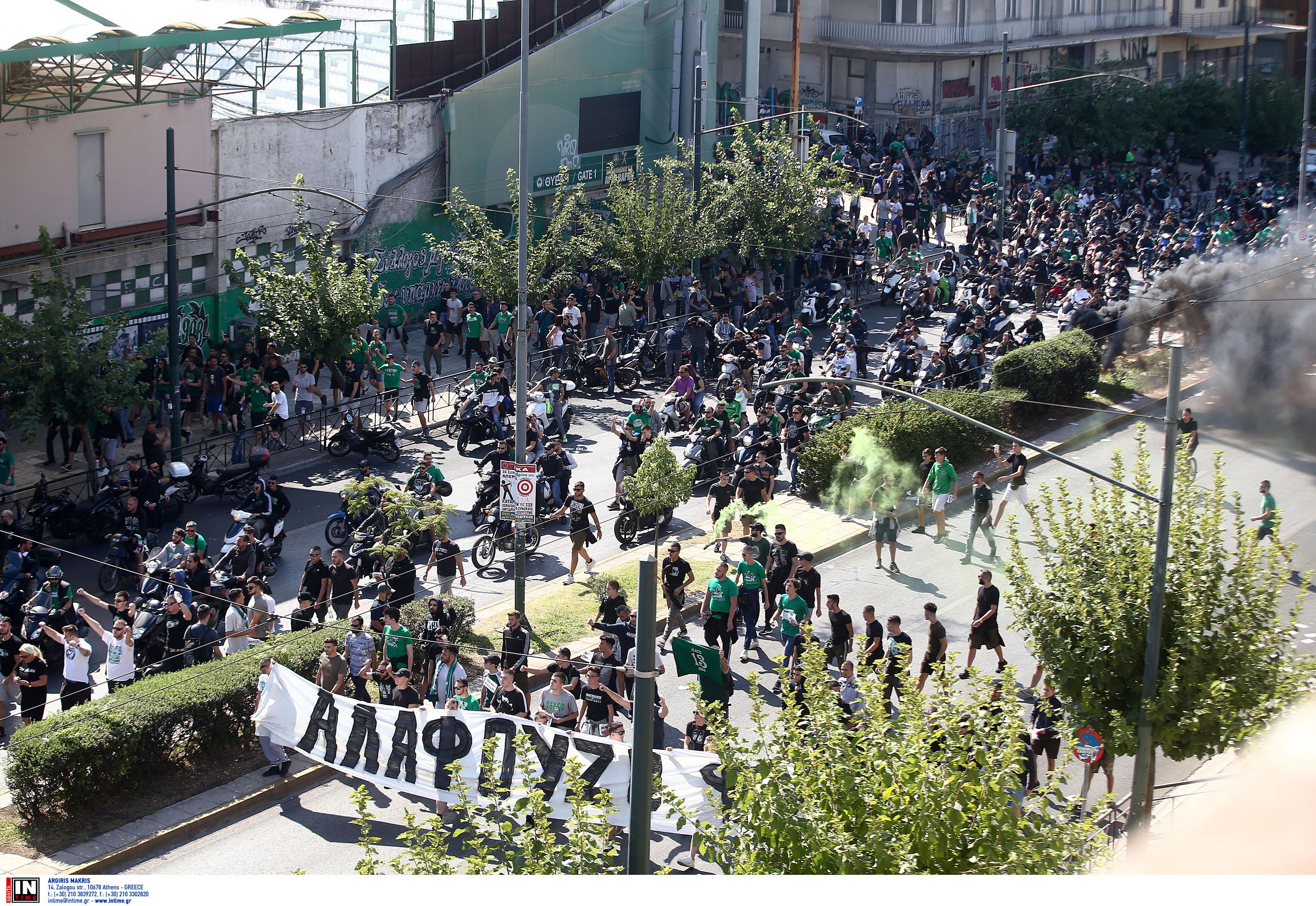 Παναθηναϊκός: Έξω από το σπίτι του Αλαφούζου οι οπαδοί!