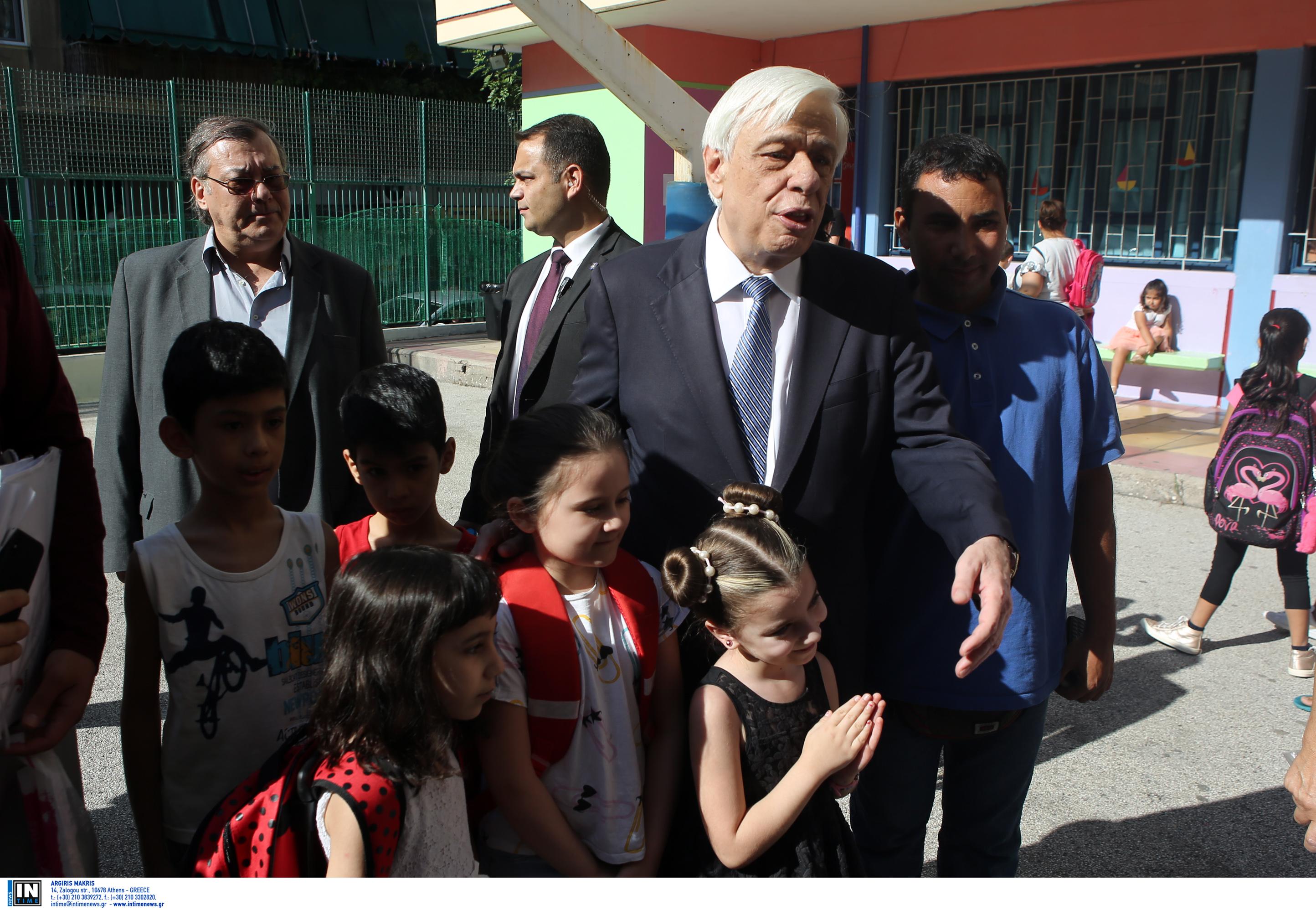 Συγκλονιστικός Παυλόπουλος: Είστε η ελπίδα και το μέλλον, μιλώ και για τα παιδιά που δεν είναι Έλληνες