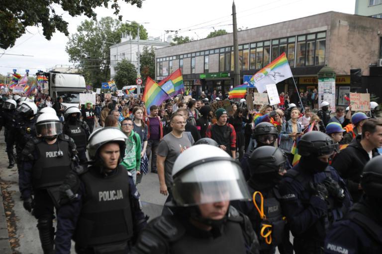 Ακροδεξιοί προσπάθησαν να εμποδίσουν Gay Pride στην Πολωνία [pics]