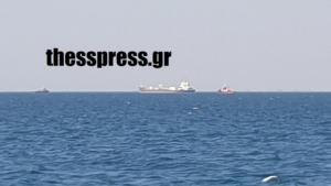 Θεσσαλονίκη: Προσάραξη φορτηγού πλοίου – Μετέφερε χύμα τσιμέντο στην Ιταλία!
