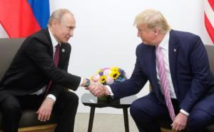 Σε αναμμένα κάρβουνα η Μόσχα! Δεν θέλει να δημοσιοποιηθούν τα τηλεφωνήματα Τραμπ-Πούτιν
