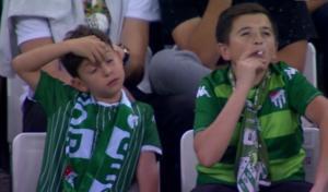 """Ανατροπή με το """"παιδάκι"""" που κάπνιζε στο γήπεδο! Το απίστευτο περιστατικό [pics]"""