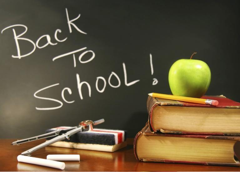Back to school: Οι επώνυμοι της ελληνικής showbiz πήγαν τα παιδιά τους στον αγιασμό!