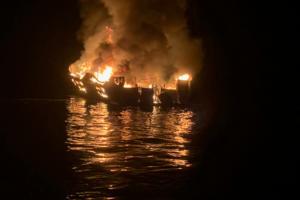 Καλιφόρνια: Αγωνιώδεις προσπάθειες για να βρεθούν οι σοροί των εννέα αγνοουμένων του σκάφους