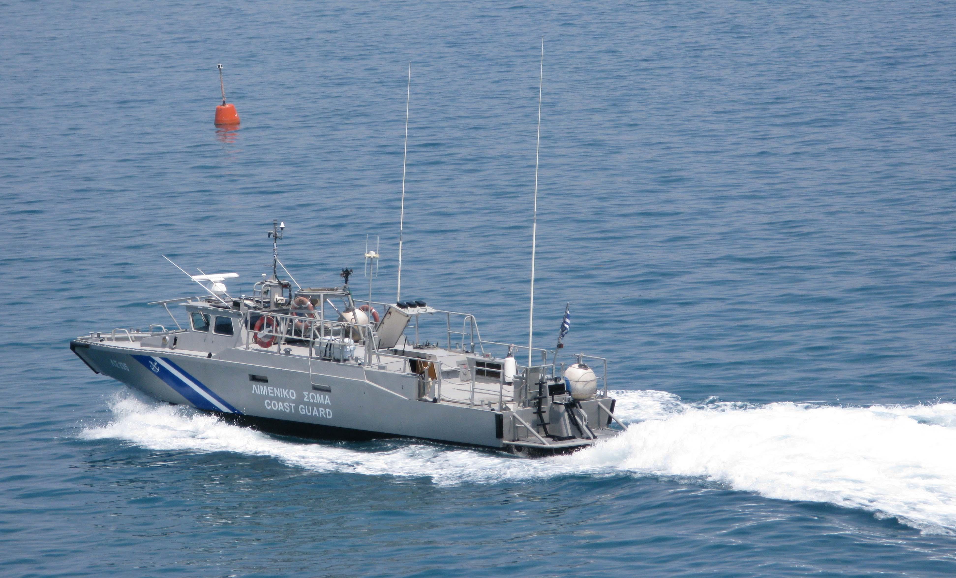 Κυπαρισσία: Ακυβέρνητο σκάφος με 50 επιβάτες! Πνέουν άνεμοι 9 μποφόρ