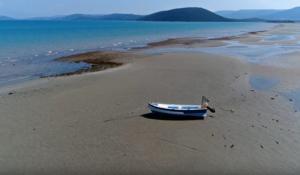 Θάλασσα… μπλε ή κόκκινη; Η απάντηση βρίσκεται 1 ώρα από την Αθήνα