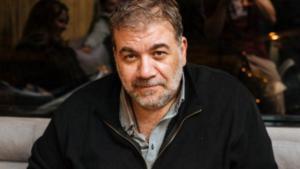 Ο Δημήτρης Σταρόβας ξέσπασε σε κλάματα πάνω στη σκηνή για τον Λαυρέντη Μαχαιρίτσα! [vid]