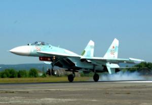 SU-27 εναντίον πληρώματος! Δείτε πλάνα με τους κινητήρες του μαχητικού να προκαλούν…γέλια [vid]