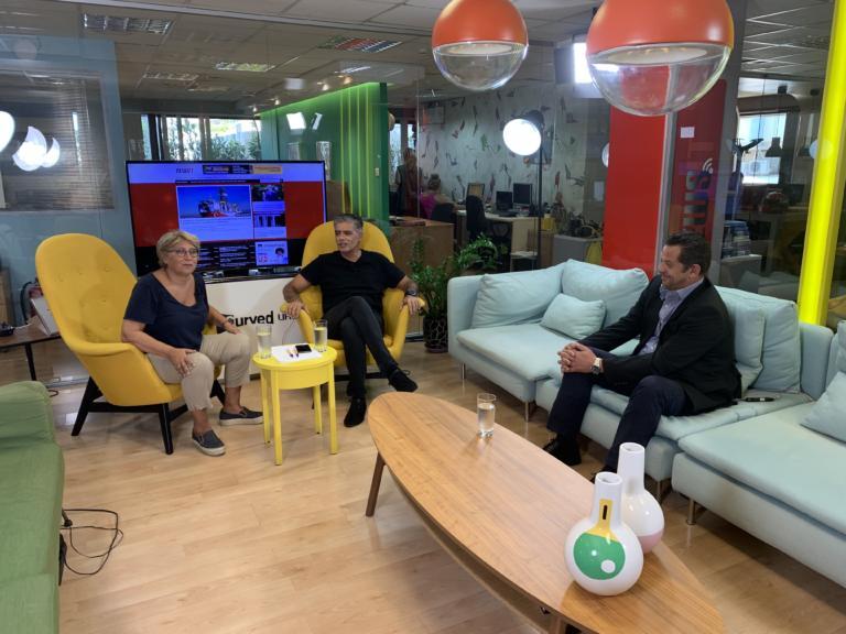 Newsit – σύσκεψη: Η ΔΕΘ, τα πλεονάσματα και το καλάθι Μητσοτάκη
