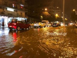 """""""Ποτάμια"""" οι δρόμοι στη Θεσσαλονίκη – Άνοιξαν οι ουρανοί [pics]"""