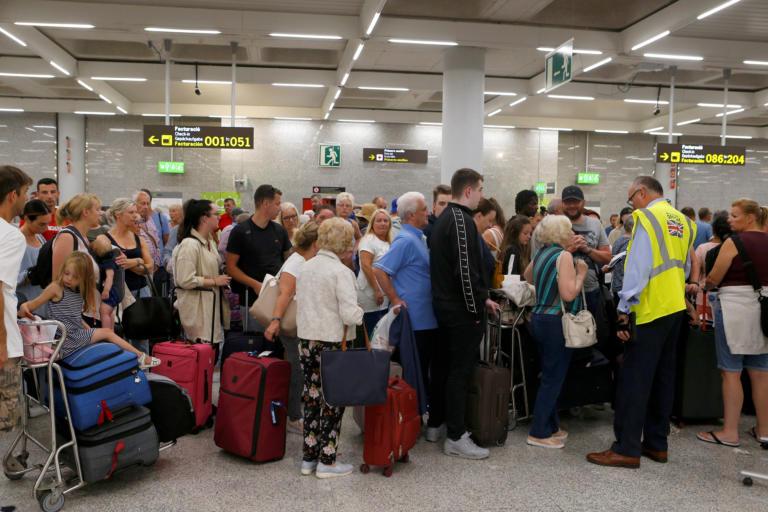 Thomas Cook: Κραυγή αγωνίας των ξενοδόχων στην Ελλάδα