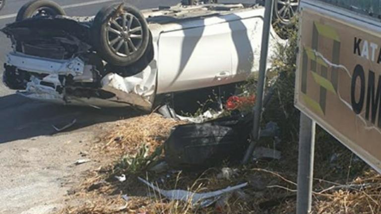 Το αυτοκίνητο στο Ηράκλειο έγινε άμορφη μάζα! Προσπάθειες να απεγκλωβιστούν οι γονείς και το παιδί