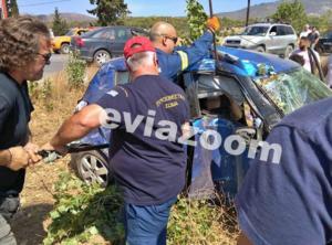 Εύβοια: Φοβερό τροχαίο με νεκρή γυναίκα – Το αυτοκίνητο καρφώθηκε σε κολώνα της ΔΕΗ [pics]