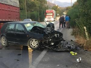 Κρήτη: Μετωπική θανάτου για οδηγό μηχανής – Διαλύθηκε το αυτοκίνητο που τον σκότωσε ακαριαία [pics]