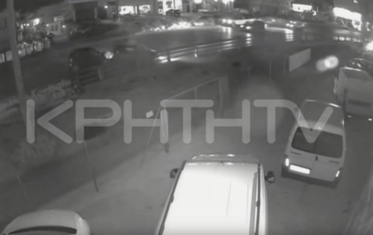Ηράκλειο: Το συγκλονιστικό βίντεο ντοκουμέντο του θανατηφόρου τροχαίου – Σκληρές εικόνες με νεκρό οδηγό μηχανής – video