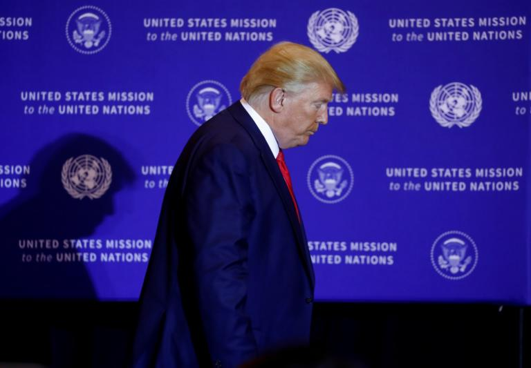 """Τραμπ: Μίλησε αλλά δεν απάντησε! Στα """"σχοινιά"""" από τους δημοσιογράφους αλλά… τίποτα"""