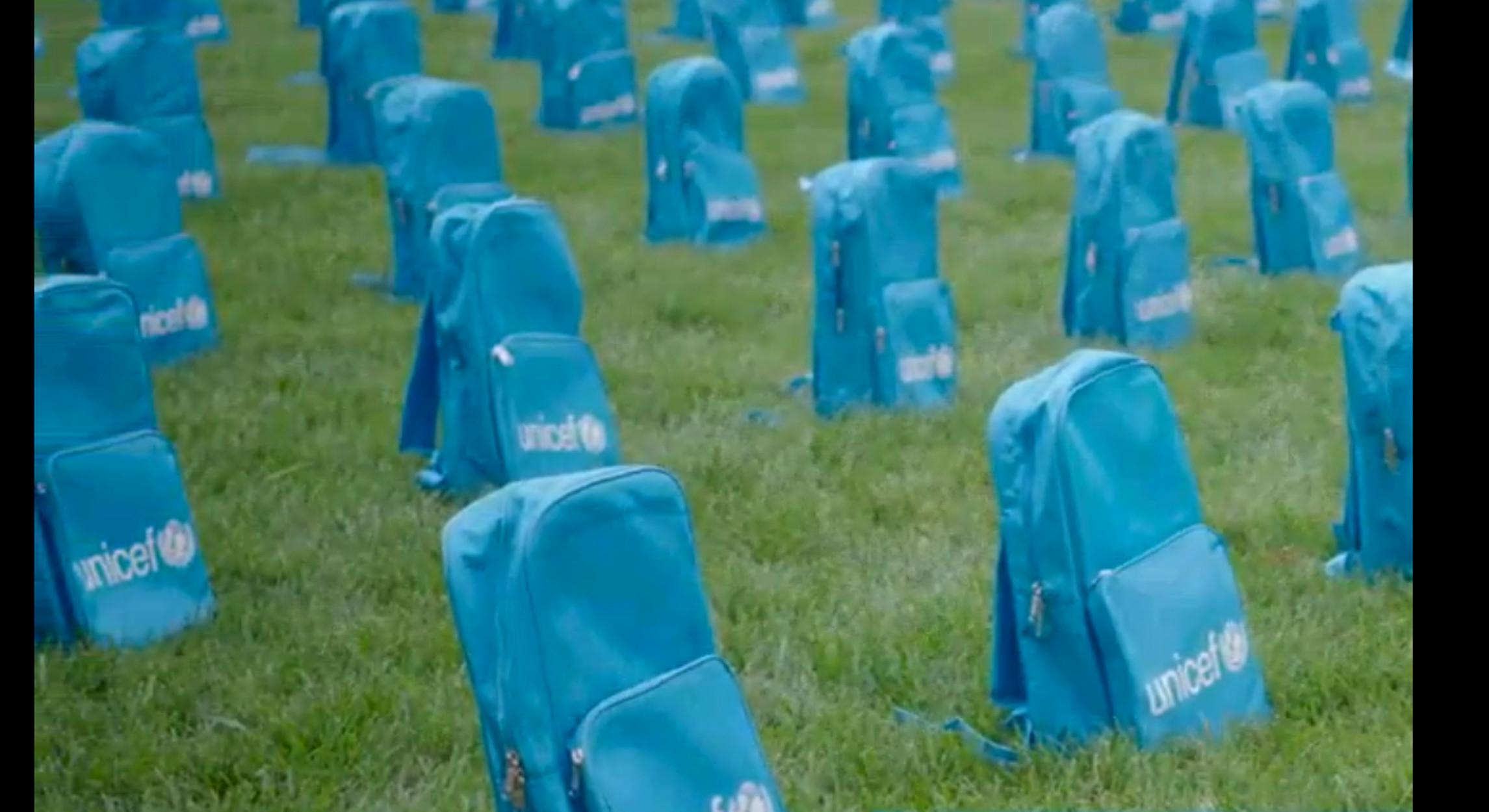 """ΟΗΕ: 3.758 """"τάφοι"""" από… σχολικές τσάντες – video"""