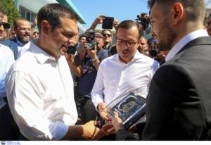ΔΕΘ: Στο περίπτερο του ΠΑΟΚ ο Τσίπρας – «Χαίρομαι που συναντώ τους πρωταθλητές»