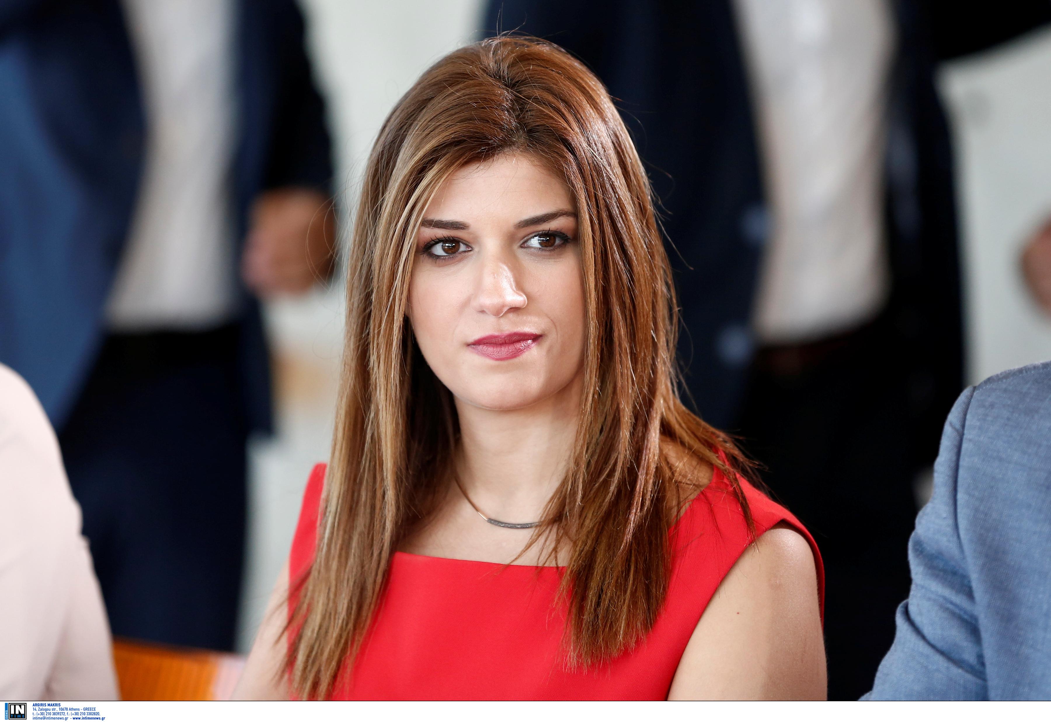 Θεσσαλονίκη: Το κόκκινο φόρεμα της Νοτοπούλου δεν έμεινε ασχολίαστο από τον Τσίπρα – Το αστείο του για το μετρό – video