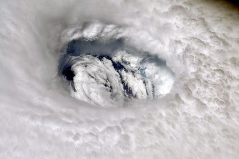 """Δέος! Το """"μάτι"""" του τυφώνα Ντόριαν όπως φαίνεται από το διάστημα!"""