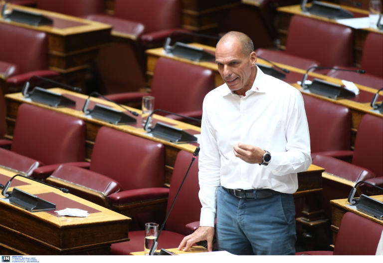 Βαρουφάκης: Σκέφτομαι να ανεβάσω στο ίντερνετ τις ηχογραφήσεις από το Eurogroup