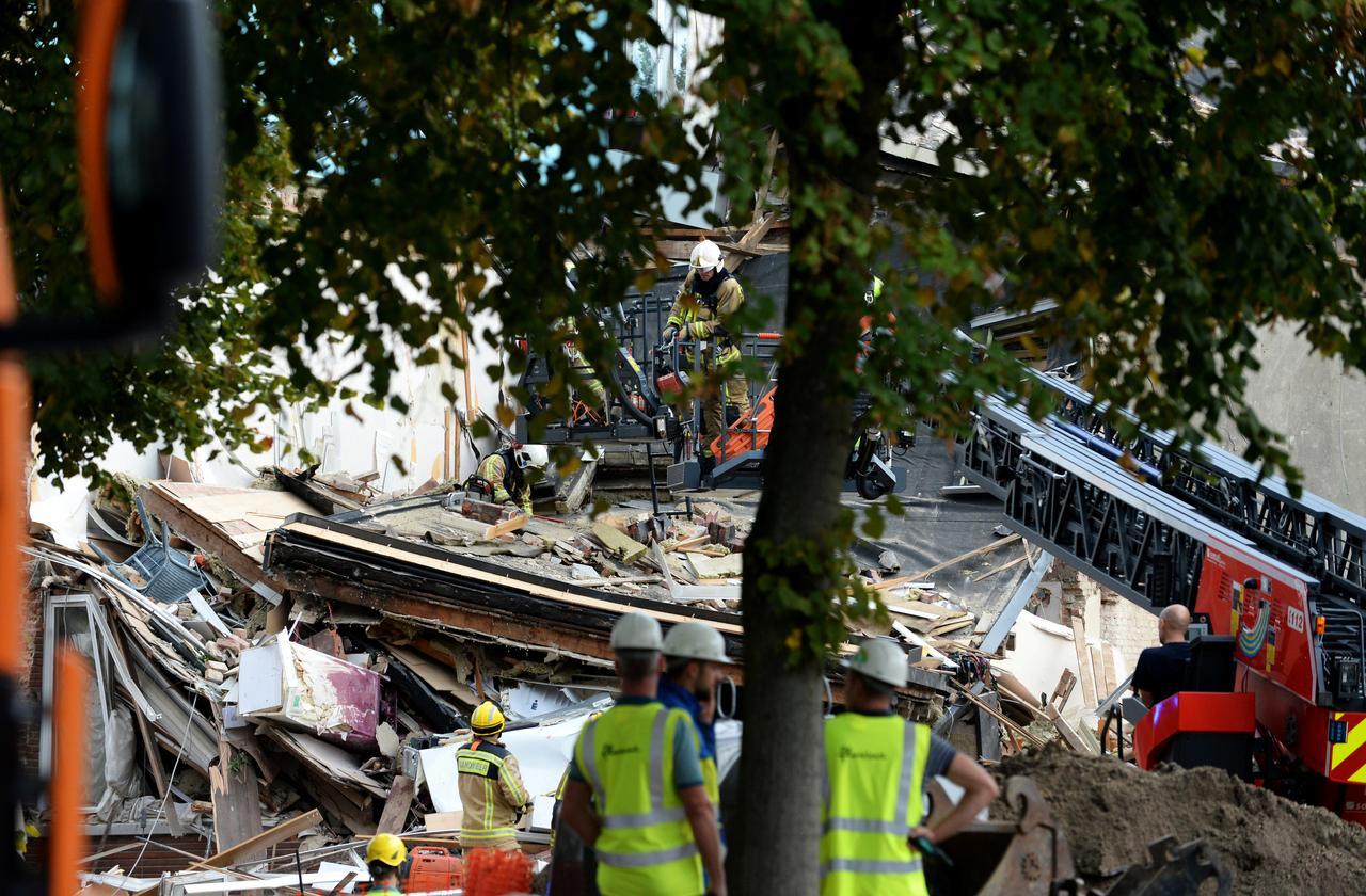 Επιχείρηση απεγκλωβισμού ανθρώπων από συντρίμμια σπιτιών που κατέρρευσαν στην Αμβέρσα! [pics, video]