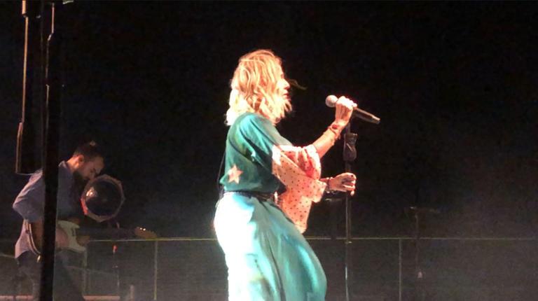 «Έσπασε» η Άννα Βίσση σε συναυλία στο Μάτι: Συγχωρέστε με! – video
