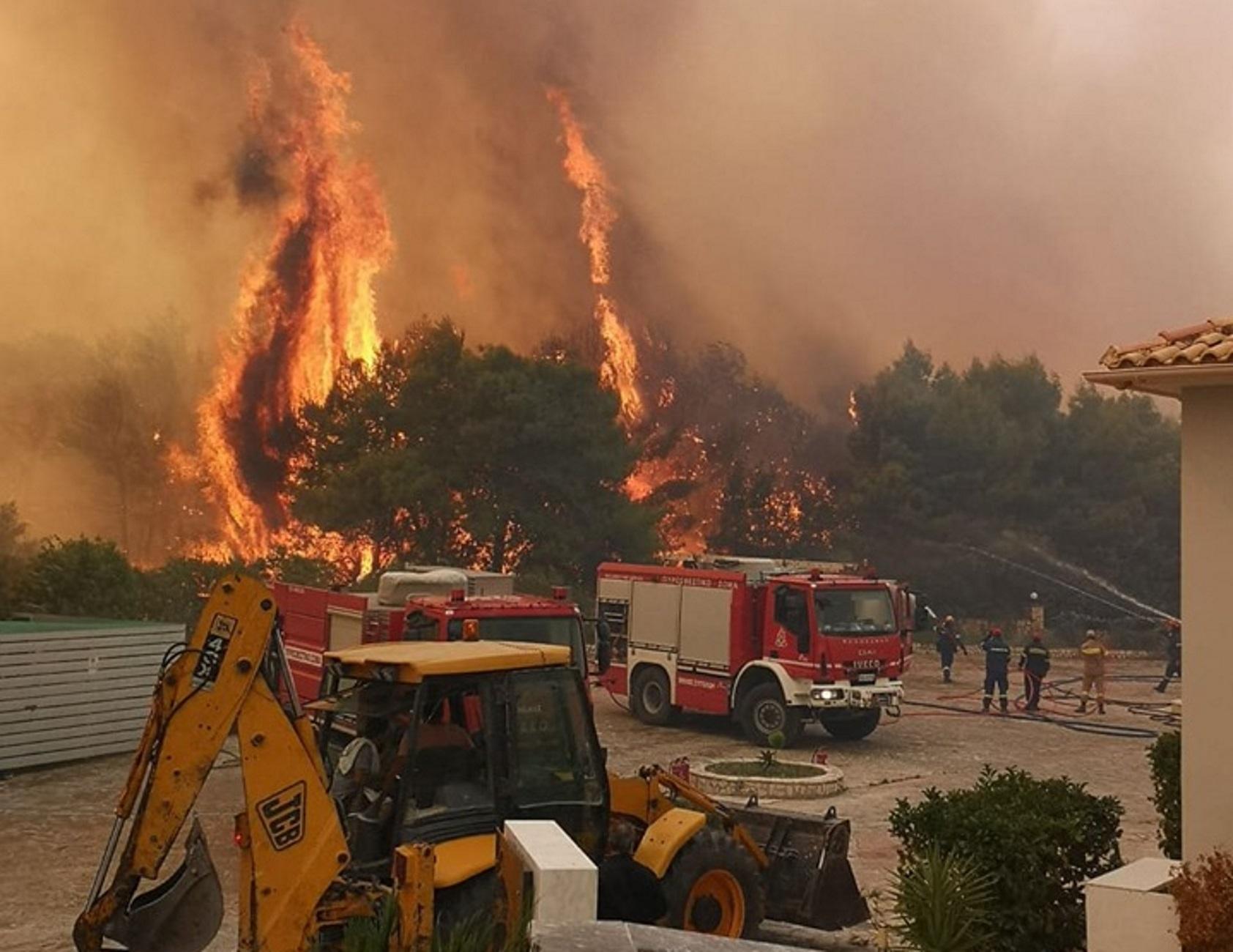 Φωτιά στην Κάρυστο - Εκκενώνεται ο οικισμός Δήλησο