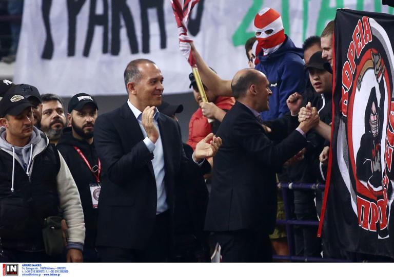 """Ολυμπιακός – «Θύρα 7»: «Στηρίζουμε το """"ΜΕΧΡΙ ΤΕΛΟΥΣ"""", όλοι δίπλα στην ομάδα μπάσκετ»"""