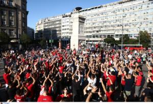 Ερυθρός Αστέρας – Ολυμπιακός: «Έβαψαν» το Βελιγράδι! Με πορεία στο γήπεδο – video, pics