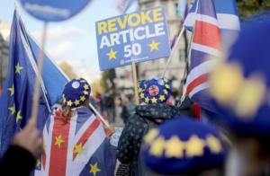 "Brexit: Ο Τζόνσον παίζει τα ρέστα του – Το ""φάντασμα των εκλογών"" πάνω από το κοινοβούλιο"