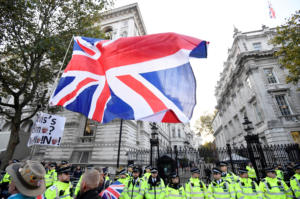 Brexit: Δεν… τους φτάνουν 11 μήνες για τις διαπραγματεύσεις