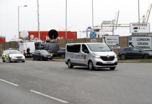 Βέλγιο: Η αστυνομία βρήκε 12 μετανάστες ζωντανούς σε φορτηγό ψυγείο! video