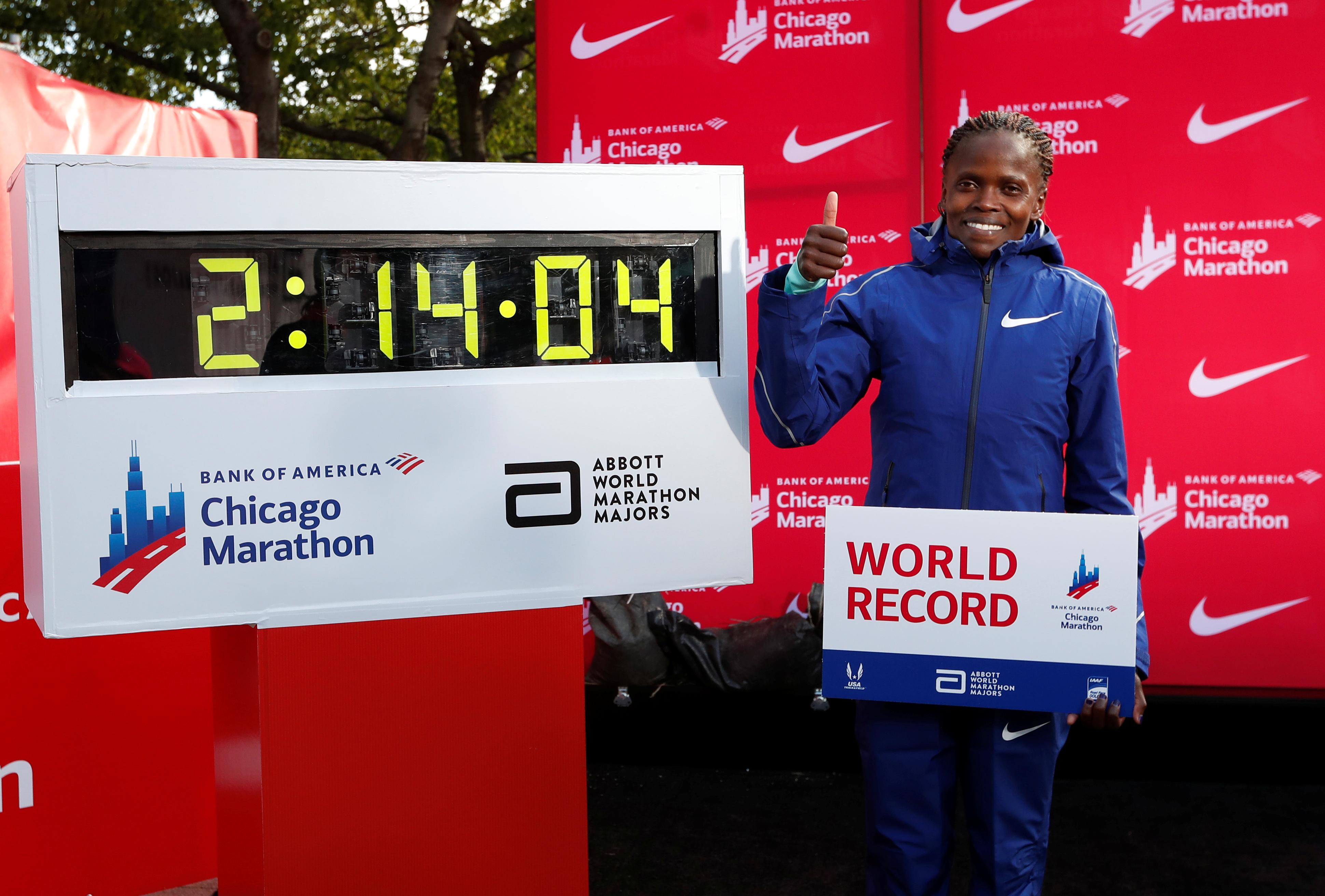 Η Κόσγκεϊ συνέτριψε το παγκόσμιο ρεκόρ στον Μαραθώνιο γυναικών! video