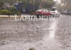 Καιρός: Το χαλάζι έσπασε αυτοκίνητα στη Λαμία