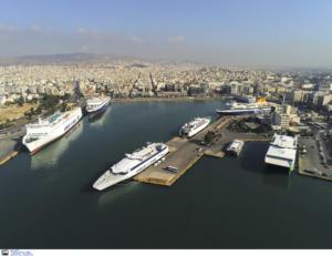 Πειραιάς: Αυτό ήταν το πρώτο πλοίο στο λιμάνι για το 2020
