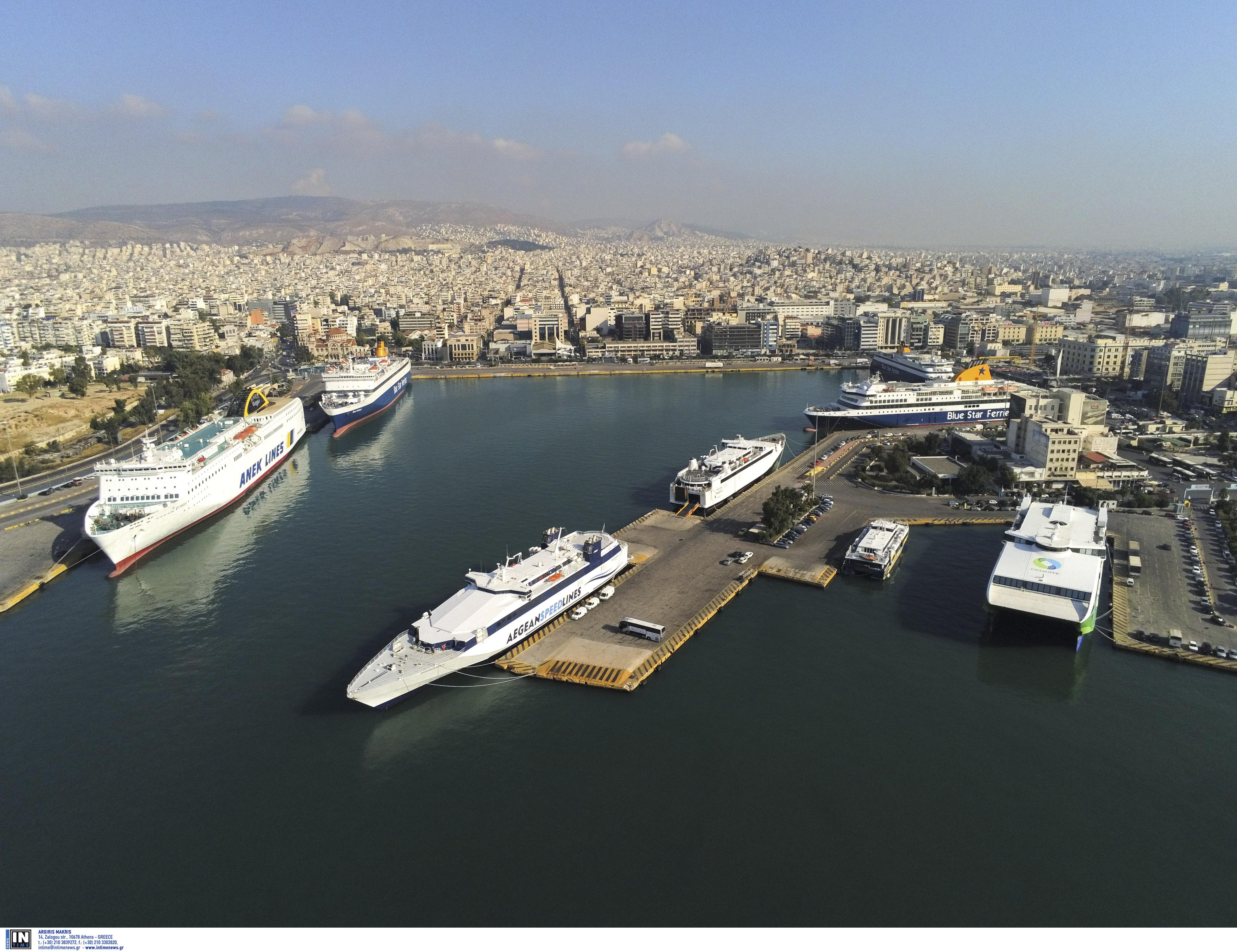 Αυτό ήταν το πρώτο πλοίο στο λιμάνι του Πειραιά για το 2020