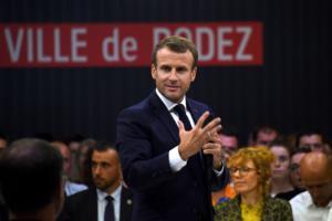 """Παρίσι: """"Πραγματική τραγωδία"""" λέει ο Μακρόν που πήγε στο σημείο της επίθεσης!"""