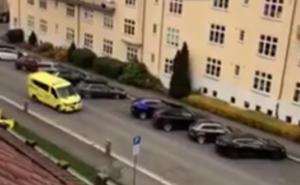 Θρίλερ στο Όσλο! Ένοπλος έπεσε πάνω σε κόσμο με κλεμμένο ασθενοφόρο! video