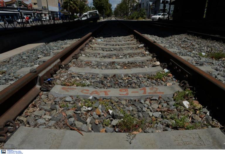 Βέροια: Τρένο προσέκρουσε σε βράχια – Καλά στην υγεία τους όλοι οι επιβάτες