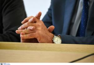 Βγήκε να καπνίσει και του άρπαξαν από το χέρι ρολόι αξίας… 800.000 ευρώ!