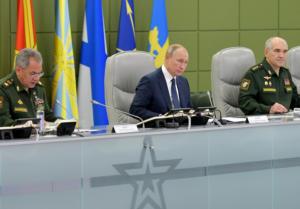 Ρωσία: Γιγαντιαία στρατιωτική άσκηση υπό το βλέμμα του Πούτιν [video]